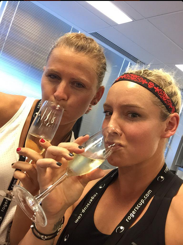 Bethanie Mattek-Sands drinking after a Game in Toronto, Photo: Twitter @BMATTEK