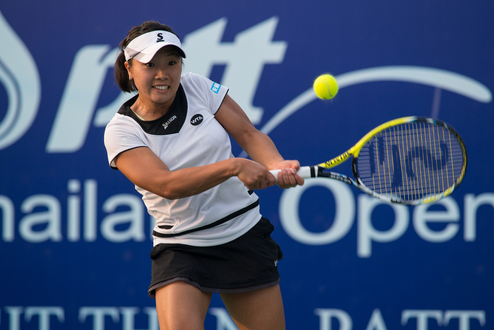 Kurumi Nara returns a ball at the PTT Thailand Open in 2015, Photo: mai Techaphan, shutterstock